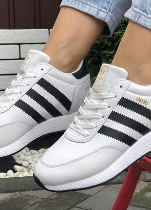 Зимние женские кроссовки на меху белые с черным adidas iniki🆕кожаные адидас иники