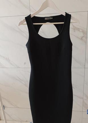 Чёрное силуэтное платье calvin klein