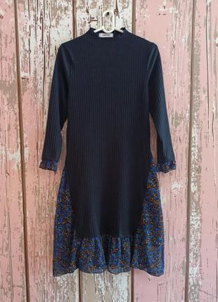 Интересное платье миди в рубчик