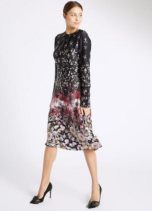Обалденное эффектное атласно платье с цветочным принтом