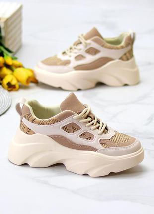 Женские стильные бежевые кроссовки