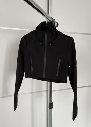 Чорная трендовая укороченная куртка кофта от zara, водонепроницаемая куртка.