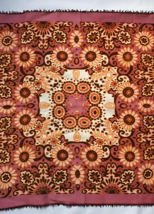 Шерстяной шейный платок косынка ( 64 см на 62 см)