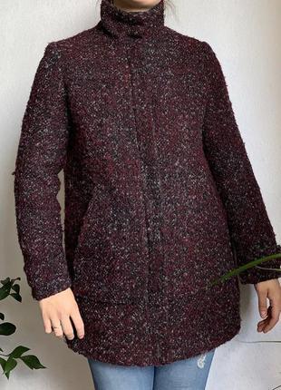 Шерстяное пальто с высокой горловиной укороченное шерсть