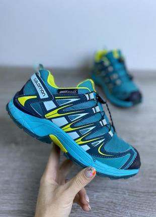 Яркие классические трекинговые кроссовки!  salomon
