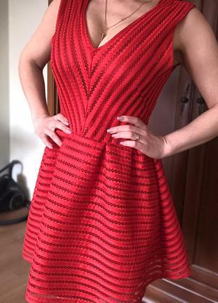 Красное праздничное платье guess h&m zara cos