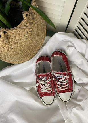 Кеды convers  красного цвета не высокие на шнуровке