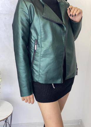 Яскрава куртка