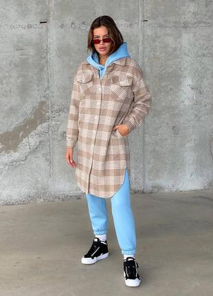 Женское бежевое пальто-рубашка