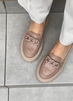 Лоферы туфли кожаные бежевые на бежевой подошве