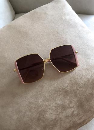 Окуляри з рожевою оправою