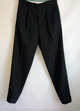 Стильные брюки с защипами в мужском стиле черные 100 % шерсть