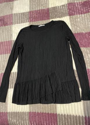 Лонгслив чёрный с оборкой блуза
