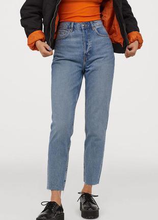 Плотные голубые мом джинсы с необработанным краем на ввсокой посадке