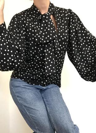 Блузка рубашка zara блуза свободного кроя в горошек с объёмным рукавами завязками на горловине шее кофта