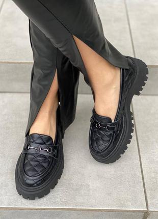 Лоферы женские кожаные стеганые черные