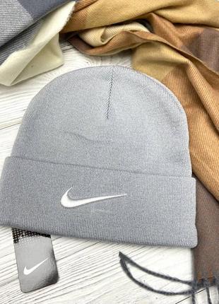 Серая шапка в стиле nike 🤍