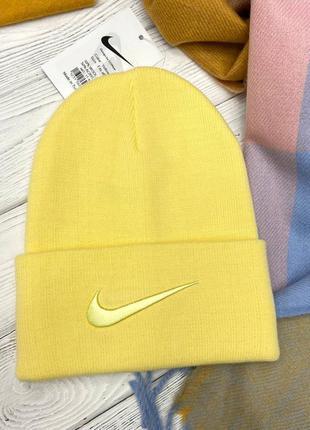 Желтая шапка в стиле nike 🍋