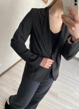 Чорний базовий піджак, черний пиджак атмосфере
