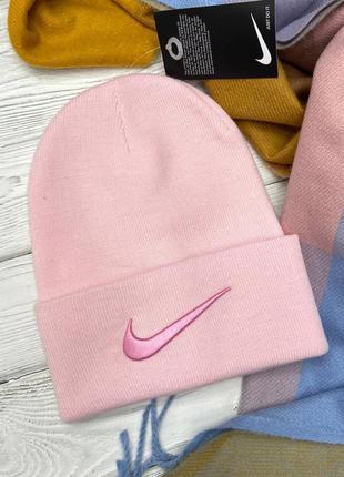 Розовая шапка в стиле nike 🍬