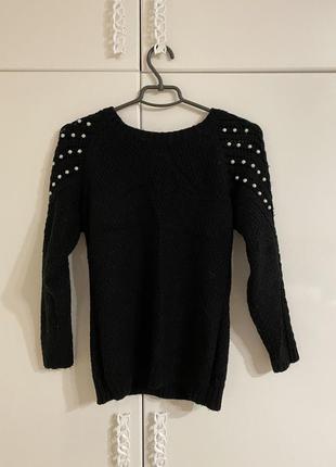 Жіночий чорний светр