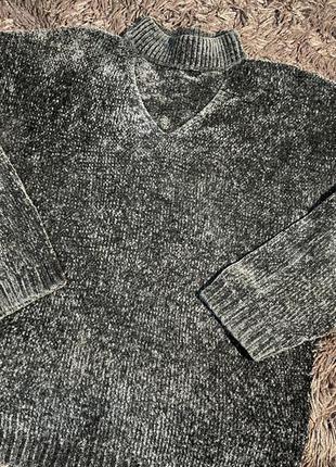 Велюровый свитер с красивым горлышком
