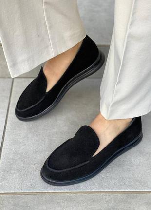 Туфли лоферы замшевые черного цвета на низком ходу