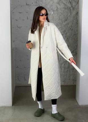 Стеганое утепленное пальто белое