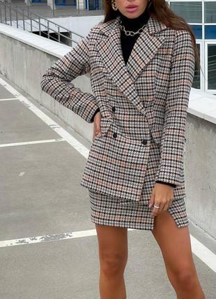 Костюс женский двойка юбка мини с разрезом пиджак клетка
