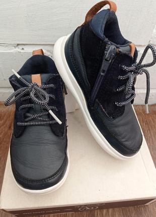 Кожаные демисезонные ботиночки clarks для мальчиков.