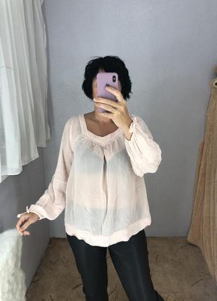 Красивая нежная блуза