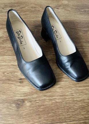 Стильные лодочки/туфли из натуральной кожи