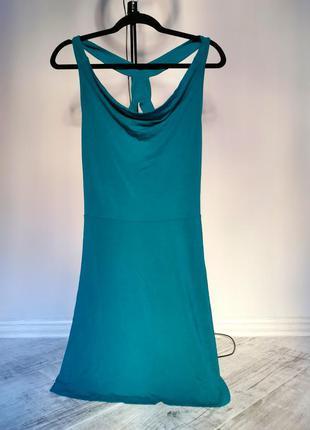 Сукня смарагдового кольору