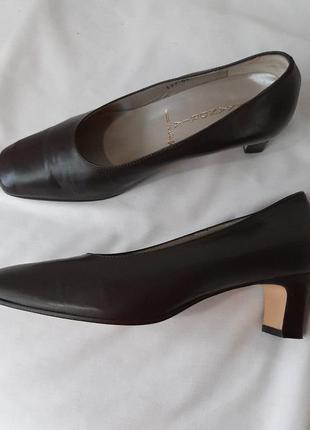 Трендовые кожаные туфли