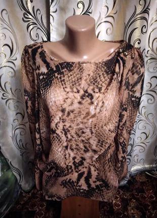 Стильная блуза с принтом питон atmosphere