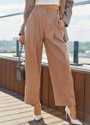 Бежевые вельветовые брюки широкого кроя