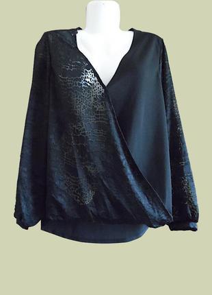 Блуза – отлично смотрится как с юбкой так и с джинсами\брюками