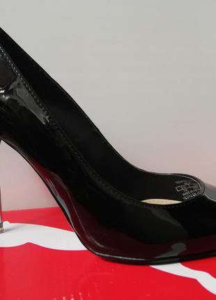 Туфли лодочки острый носок чёрные лаковые каблук zara