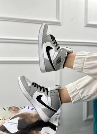 Женские кроссовки nike air jordan 1 retro  white/grey