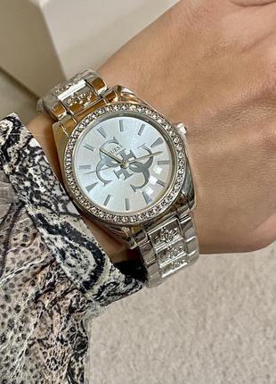 Стильные женские часы серебристые с камнями
