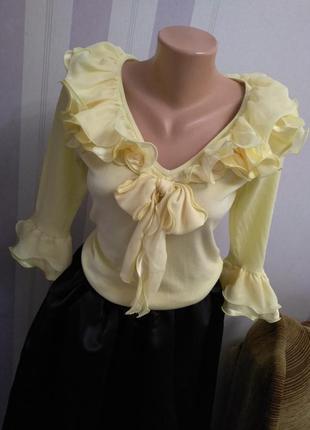 Трикотажный свитер блуза с рюшам и