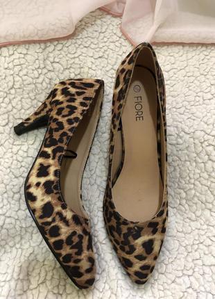 Очень красивые тигровые туфли под замш
