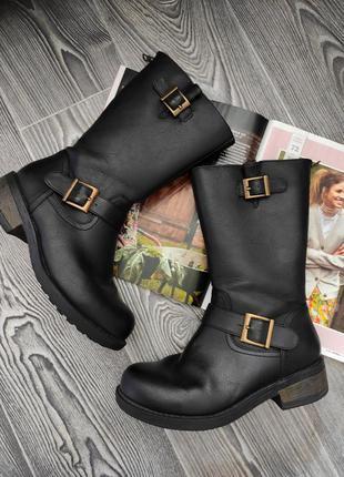 Ботинки сапоги инженеры черный кожаные с ремешками антискользящая подошва на овчине от люксового бренда дании zoey