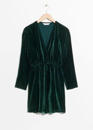 Вечернее коктейльное короткое бархатное велюровое изумрудное платье на запах &other stories