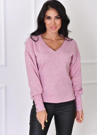 Тёплый однотонный свитер с красивым вырезом декольте