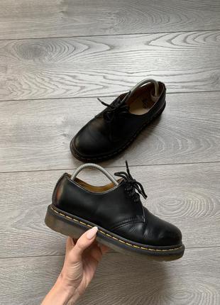 Dr. martens женские кожаные туфли на шнуровке р. 38