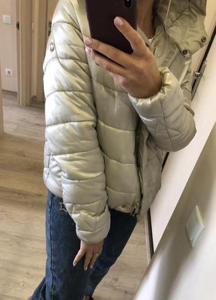 Куртка бежевая  демисезонная m-l