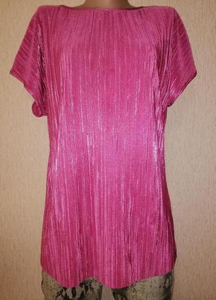 Красивая женская футболка, блузка