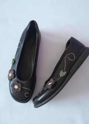Оригинальные кожаные туфли балетки