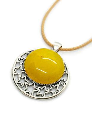 """Оригинальный кулон на шнурке """"луна и звезды"""" натуральный камень желтый нефрит"""